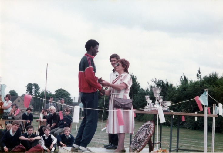 Vera presenting sports prize