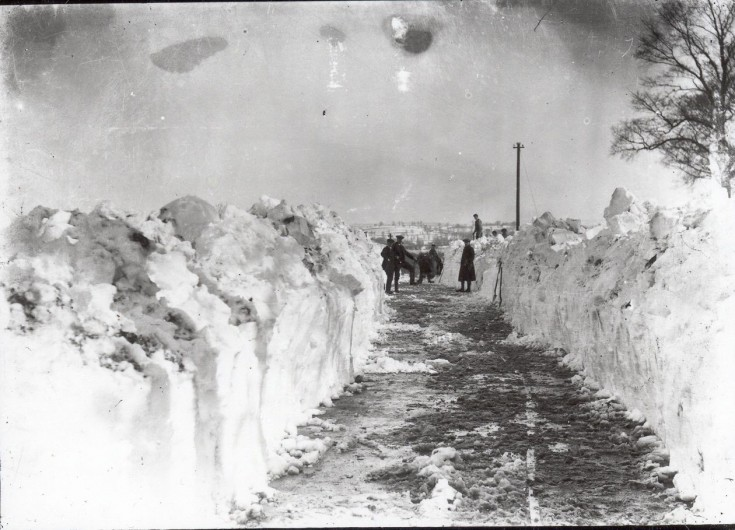 Clearing the snow in 1916